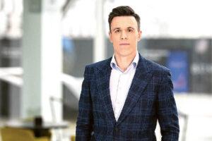 """""""Konkurencingoje rinkoje tiekėjai yra priversti greitai reaguoti ne tik į konkurenciją, bet ir į besikeičiančias didmenines elektros rinkos kainas"""", – sako """"Elektrum Lietuva"""" direktorius Martynas Giga.      """"Elektrum Lietuva"""" nuotrauka"""