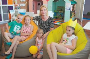 Sigita Barišauskienė pasakojo, kad abi su Ingrida nepastebėjusios, kaip užaugo pirmieji vaikai, o jaunėlių kiekvienas menkiausias pasiekimas buvo labai lauktas ir užfiksuotas.