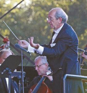 """talų kompozitorius ir dirigentas Antonio D'Anto ne tik specialiai atvyko į festivalį Marijampolėje. Kvietimas dalyvauti jame inspiravo sukurti Didžiąsias mišias, """"La Grande Messa"""", dedikuotas Lietuvos globėjui šv. Kazimierui."""