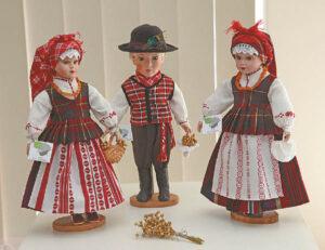 Visų Lietuvos regionų tautiniais rūbais aprengtos porceliano lėlės traukė žvilgsnį.