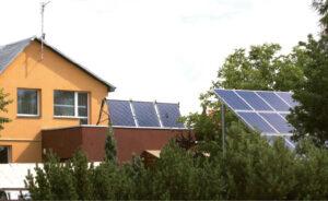 Saulės elektrinei įrengti tereikia nuosavo stogo.  Redos BRAZYTĖS nuotrauka
