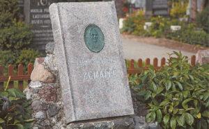 Žemaitės kapas Marijampolės senosiose kapinėse. Ričardo PASILIAUSKO nuotrauka