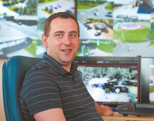 Marijampolės savivaldybės Informacinių technologijų skyriaus specialistas Edvinas Pašiūnas paaiškino, kad vaizdo stebėjimo kamerų sistema yra uždara, todėl jų įrašytą vaizdą gali matyti tik tie, kas iš tiesų gali.