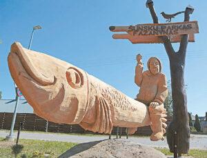 """A. Zienkos sukurta skulptūra """"Silkė""""."""