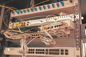 Tai – ne šiaip laidų raizgalynė. Tai serverinė, kurioje kaupiami vaizdo kamerų įrašai.