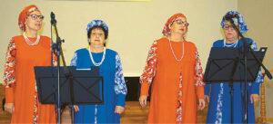 Dainininkės iš Alytaus žavėjo spalvingais stilizuotais tautiniais kostiumais.