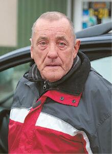Algirdas Žebrauskas pastebėjo  kaime patruliuojančius policijos automobilius.