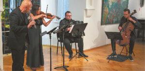 Svečių ansamblis tango ritmais kvietė ir viliojo, ragino nepasiduoti niūrioms nuotaikoms... Ričardo PASILIAUSKO nuotrauka