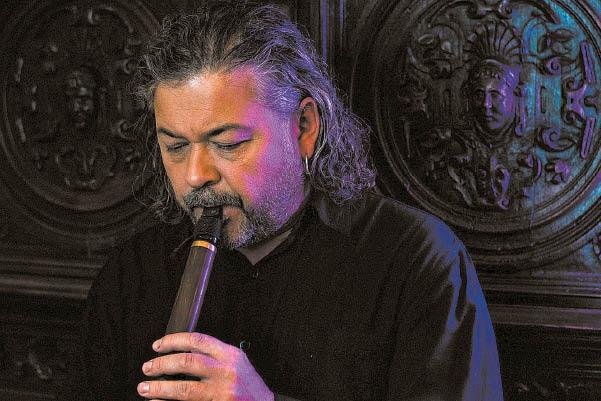 Darius Klišys – ne tik festivalio organizatorius, bet ir jo dalyvis, virtuoziškai atskleidžiantis birbynės galimybes...
