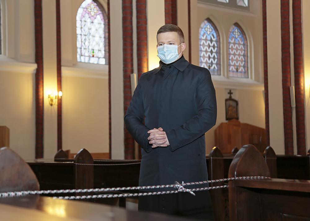Bažnyčios lieka atviros