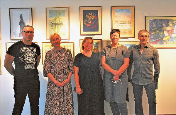 Dalis plenero dalyvių parodos atidaryme Vištytyje (Aušrinė Dubauskienė antra iš kairės).
