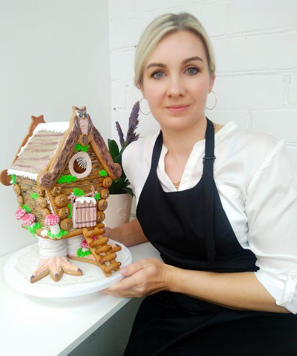 Meduolinį namelį, tik kaskart vis kitokį, R. Vosylė tradiciškai kepa kiekvienoms Kalėdoms.