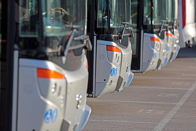 Tarpmiestiniai autobusai važiuoja tik į Vilnių, Kauną ir tai du kartus per dieną.
