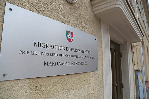 Pusę metų, metus Migracijos skyriaus darbuotojai buvo sekami.