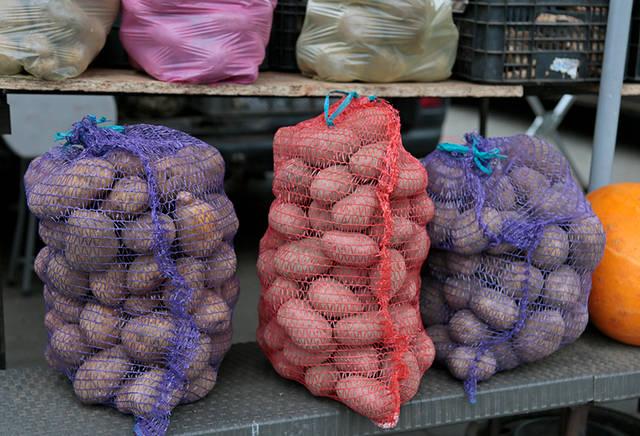 Ūkininkai sako, kad bulvių lietuviai suvalgo vis mažiau. Lėkštėse dažniau atsiduria kruopos, daržovės, mėsa.