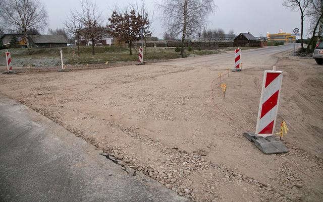 Žmonėms sunku suvokti, kodėl kelių metrų atkarpa palikta neremontuota.
