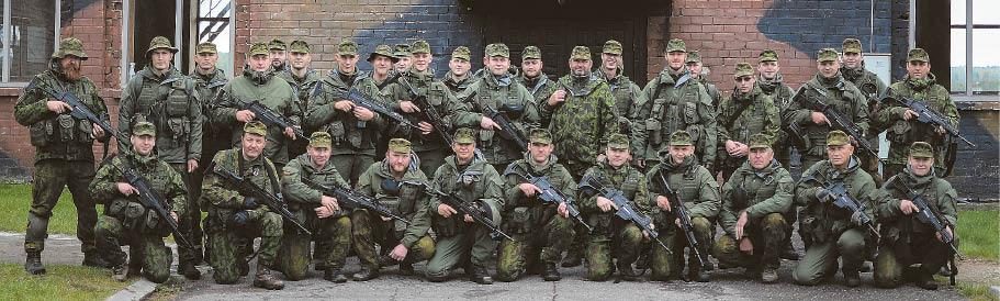Bendra dalyvavusiųjų kovinio šaudymo pratybose nuotrauka.