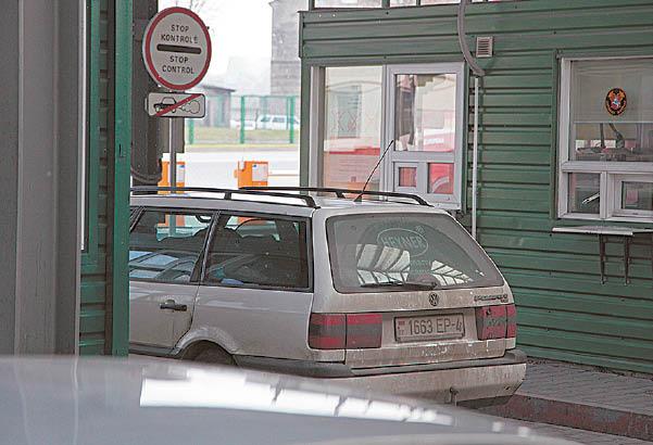 Policijos sulaikyta transporto priemonė buvo pilna dėžių su kontrabandinėmis cigaretėmis.