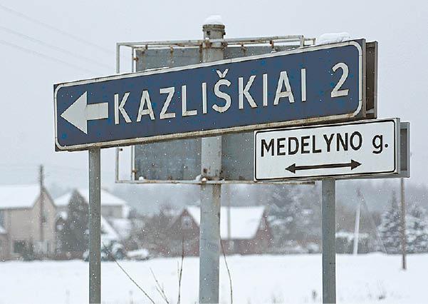 Pelkėtas miškas prie Kazliškių kaimo buvo vadinamas Barsukyne. Dabar čia užtvenktas Jūrės upelis.