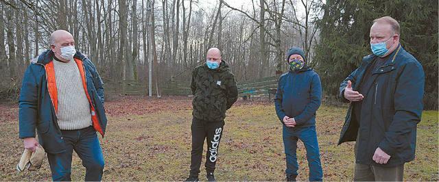 Ūkininkai Darius Isoda, Kęstas Sankauskas, juos palaikantis Marijampolės ūkininkų sąjungos pirmininkas Sigutis Jundulas ir Žuvinto biosferos rezervato teritorijoje žemę dirbantis Ričardas Juknelis baiminasi, kad uždraudus medžioklę saugomoje teritorijoje laukiniai žvėrys pridarys žalos ūkiniams augalams, ir dėl to kris žemės vertė.