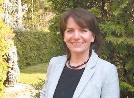 Vilniaus universiteto Biotechnologijos instituto Imunologijos ir ląstelės biologijos skyriaus vedėja prof. dr. Aurelija Žvirblienė teigia, kad nors ir buvo sukurta rekordiškai greitai, COVID-19 vakcina yra visiškai saugi naudoti.