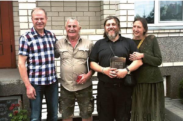 Su Glinskių gimine 2018 metais (pašnekovas kairėje).