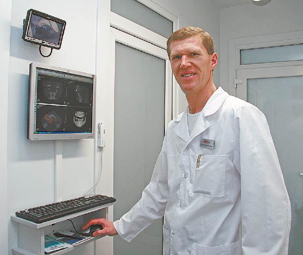 Gydytojas implantologas Žydrūnas Kazakevičius implantacijos mokslus baigė viename iš Vokietijos universitetų ir dantų implantus suka jau 20 metų. Jis pastebi, kad implantacinis burnos gydymas laikui bėgant labai išpopuliarėjo. Tai, matyt, lemia ir jau daugelį metų stabilią implantacinio gydymo kainą.