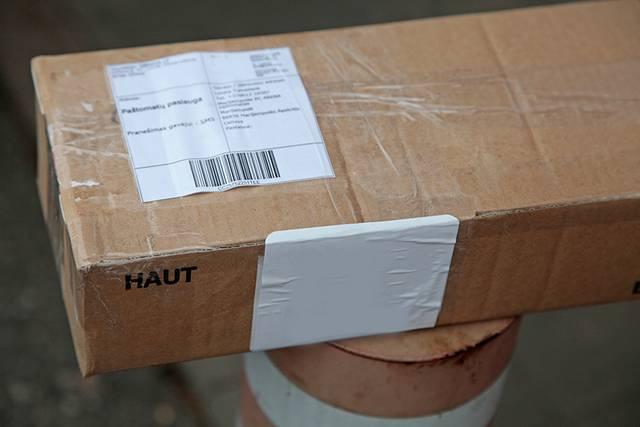 Pašto siuntinių muitinės formalumus sutvarko paštas, tačiau krovinių deklaracijas turi pildyti patys užsakovai.