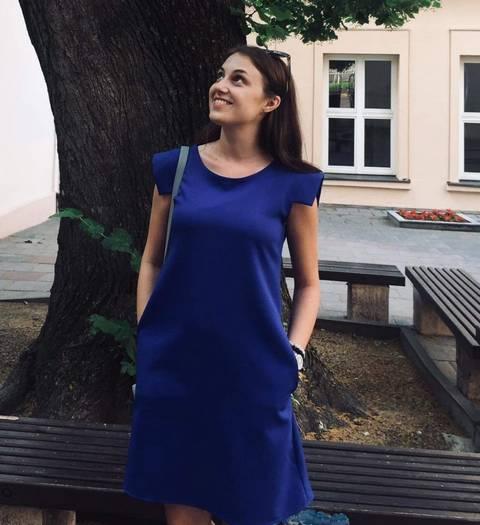 Emilija Jasiulevičiūtė vasarą įsiamžino po garsiąja liepa Istorijos fakulteto kiemelyje.