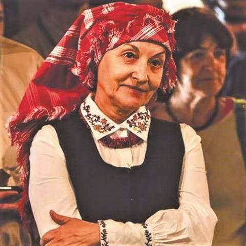 Virginija Armanavičienė pati organizuoja ir mielai dalyvauja etnokultūriniuose renginiuose (pasipuošusi žemaitišku kostiumu).