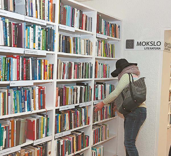 Šiandien marijampoliečiai knygas iš bibliotekos skolintis gali prieš tai jas palietę. Griežtojo karantino metu teko rinktis iš elektroninių katalogų, tačiau nuo knygų žmonių tai neatbaidė.