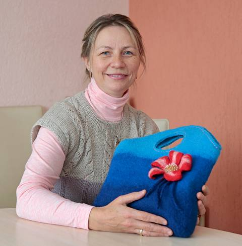 Loreta Šitkienė kviečia pasidžiaugti gyvenimo spalvomis – gamtoje ir darbuose.