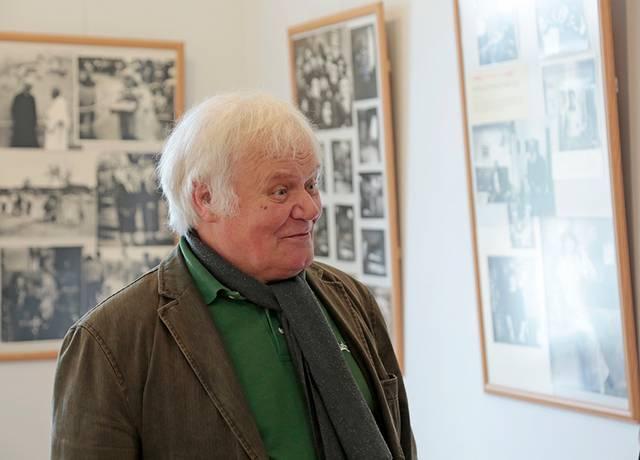 Fotomenininkas, muziejininkas Romas Linionis šią parodą inicijavo norėdamas lankytojus supažindinti su dar Kapsuke gyvenusių menininkų darbais.