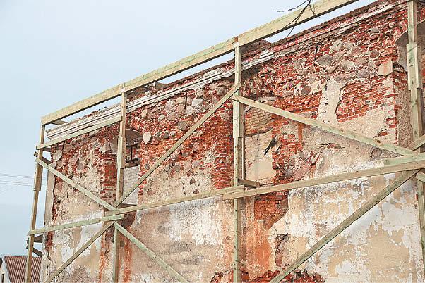 Vasarinė sinagoga – vertingiausias, bet iki šiol buvęs labiausiai sunykęs pastatas. Pernai atlikti konservavimo darbai maksimaliai jį apsaugojo nuo tolesnio irimo.