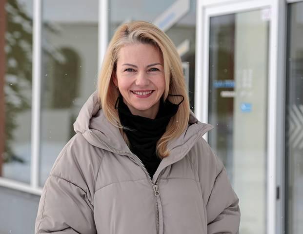 """Kino teatro """"Spindulys"""" direktorė Kristina Dobrovolskienė patenkinta pirmų seansų lankomumu."""