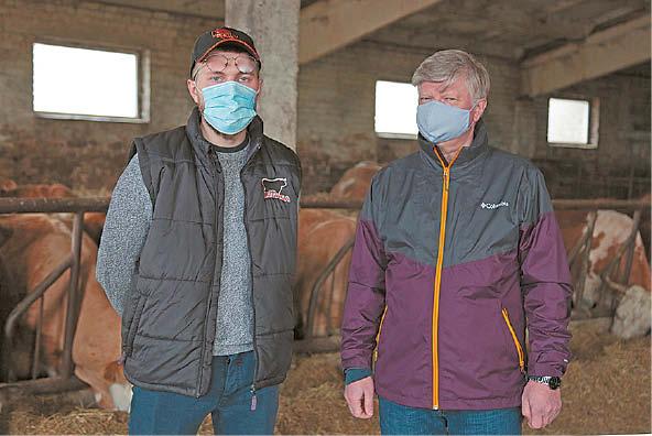 """Marijampolės savivaldybės ūkininką ir įmonę """"Mantinga"""" ministras gyrė už ryžtą ir novatorišką požiūrį"""