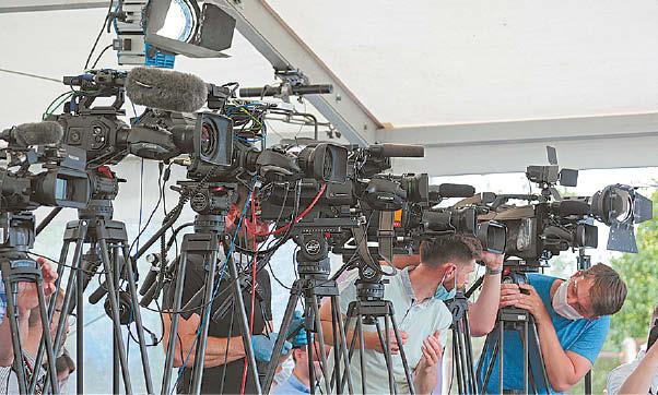 Nors atsižvelgdami į žiūrovų susidomėjimą televizija kanalai keitė programą, ekspertai pastebi, kad televizijos neišnaudoja žiūrovų ekranams galimo skirti laiko.