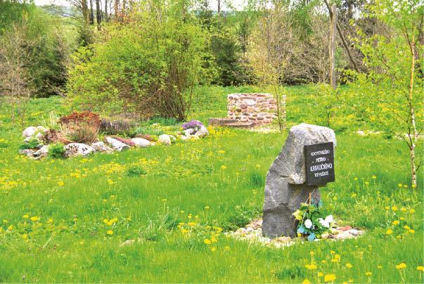 Sutvarkyta Petro Kriaučiūno gimtinės vieta atkreipia kiekvieno dėmesį.