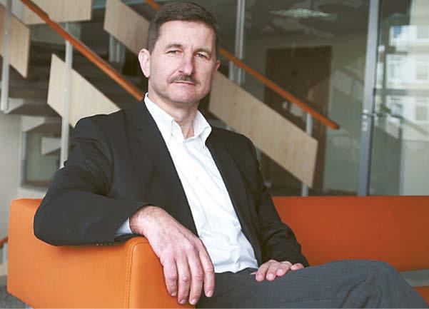 """Vilniaus universiteto Komunikacijos fakulteto lektorius Kęstutis Petrauskis sako, kad televizija visada buvo milijonus pritraukdavusi medija ir prognozuoja, jog ateityje turėsime """"asmeninę"""" televiziją."""