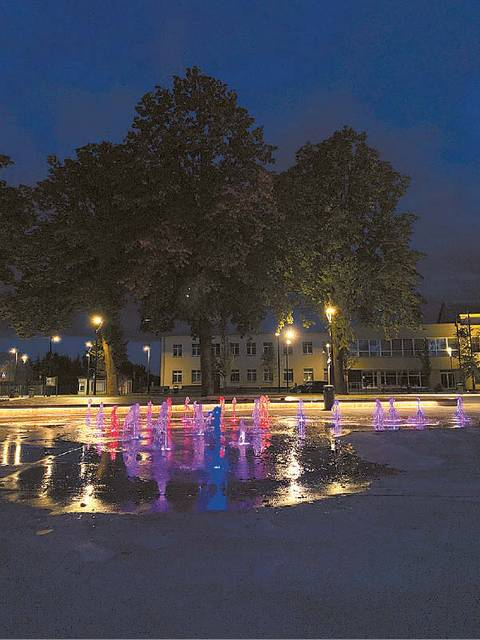 Savivaldybės administracija, atsižvelgusi į gyventojų pastabas, nusprendė prailginti fontano darbo laiką.