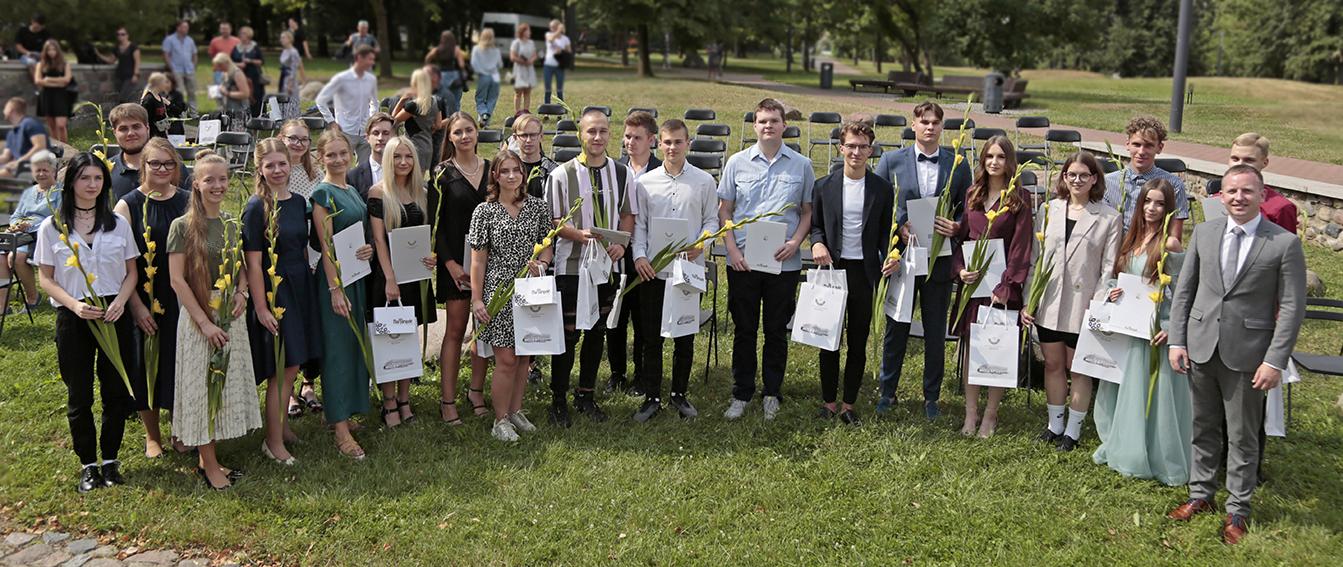 Trisdešimties Marijampolės gimnazijų abiturientų egzaminai įvertinti 38-iais šimtukais.