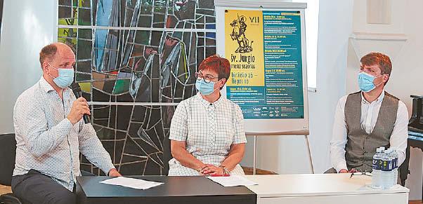 Spaudos konferenciją vedė Asta Vaznienė, dešinėje vicemeras Artūras Visockis.