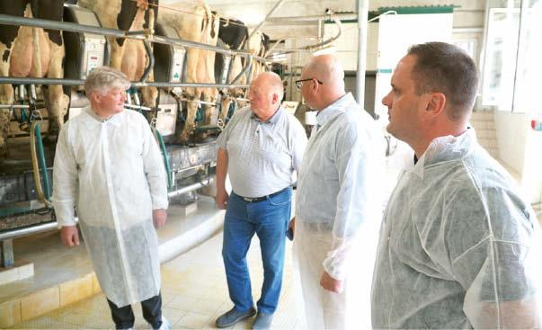 Ministras K. Navickas lankėsi Padovinio ŽŪB. Iš kairės: K. Navickas, G. Gumauskas, viceministras P. Lukševičius ir Seimo narys A. Vyšniauskas.