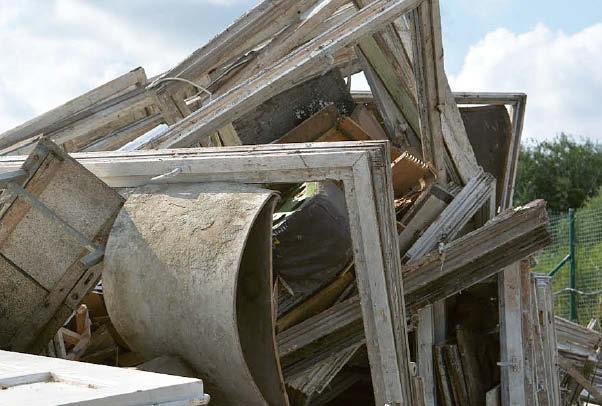 Anksčiau į perdirbimo įmones medienos gaminiai būdavo vežami nesusmulkinti ir tai labai padidindavo transportavimo išlaidas.