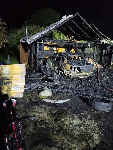 Taip atrodo ugnies nusiaubtas garažas.