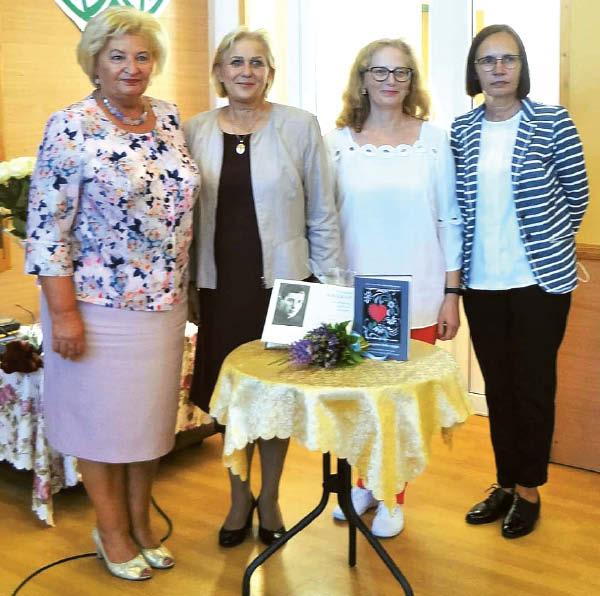 P. Kriaučiūno bibliotekos darbuotojos: Irena Lunskienė, direktorė Daiva Kirtiklienė, Renata Kavaliauskienė, Violeta Ruseckienė.