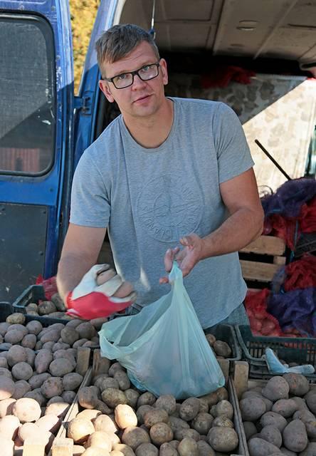 Šiemečiu bulvių derliumi Ramūnas Baniulaitis nesidžiaugia.