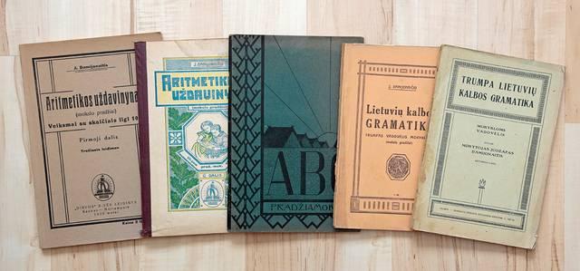 Vadovėliai: ABC – su M. K. Čiurlionio iliustruotu viršeliu.