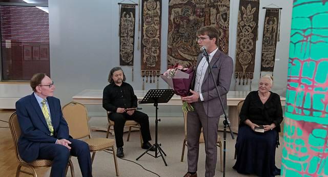 Menininką 70-ojo gimtadienio proga sveikina Marijampolės vicemeras Artūras Visockis.
