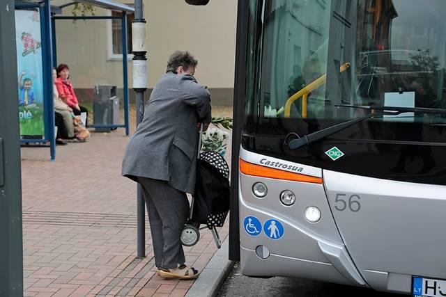 Daugiausia autobusais važiuoja pensininkai ir moksleiviai.